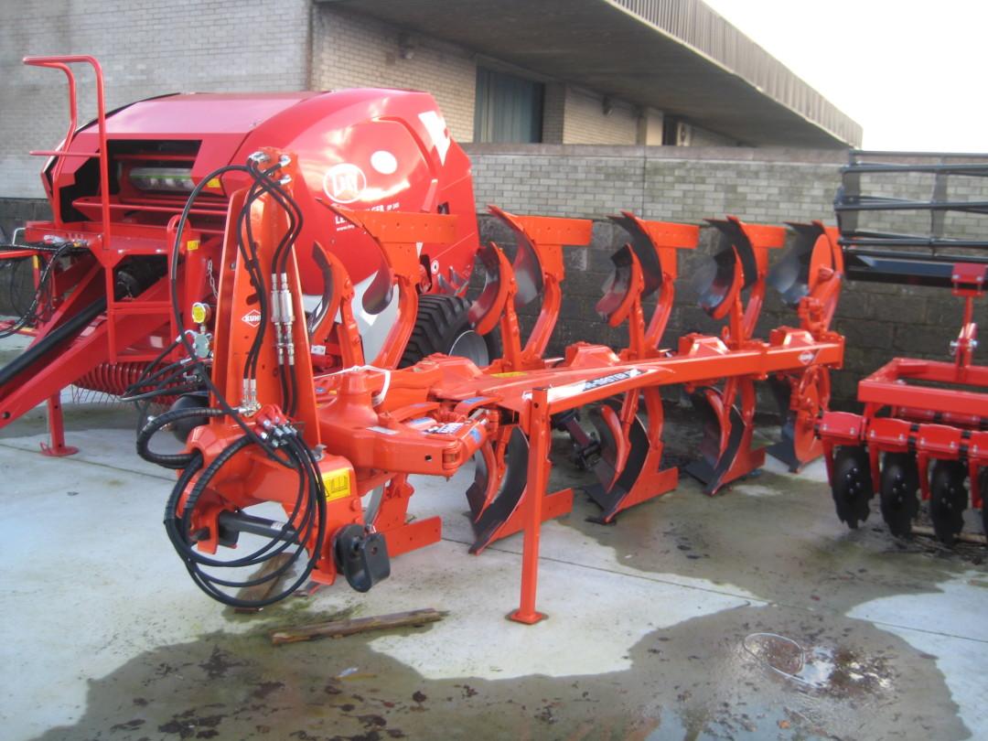 NEW Kuhn Ploughs